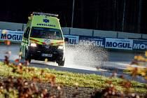 Teoretické, ale i praktické zkušenosti získali řidiči Záchranné služby Libereckého kraje na autodromu v Sosnové. Poprvé se zde účastnili kurzu bezpečné jízdy.