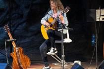 Lenka Filipová je na české a slovenské kulturní scéně značkou hudební kvality, úspěchu, ale i neobyčejné lidské skromnosti