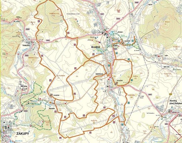 Třicet kilometrů stezek pro jízdu vkoňském sedle najdete nově vokolí Brniště.