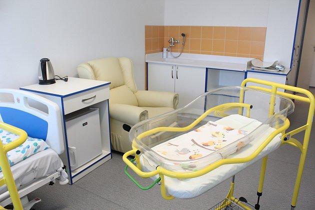 Maminky a jejich miminka, které zůstávají v nemocnici po narození delší dobu, budou v českolipské nemocnici v novém prostředí. Pokoje na Novorozeneckém oddělení prošly zásadní nezbytnou rekonstrukcí.