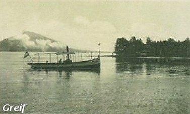 Vůbec první výletní lodí na Velkém rybníku, dnešním Máchově jezeře, byl vroce 1920parník Greif.
