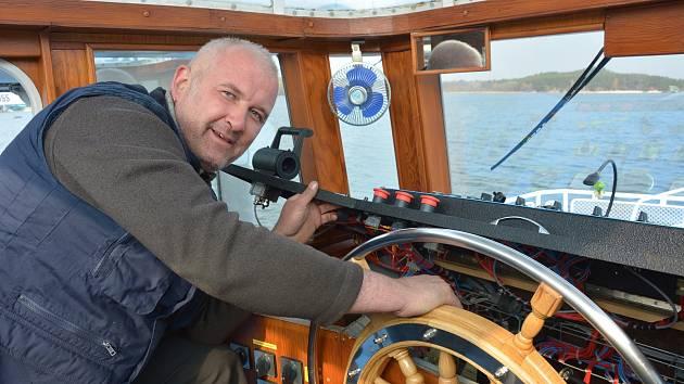 Kapitán Patrik Eberhalt na palubě lodi Máj.