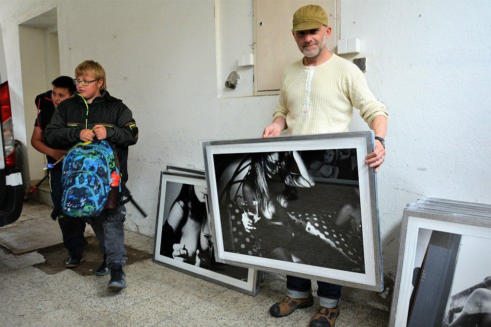 Hynek Čermák z Dejvického divadla je také renomovaný fotograf ženských aktů. Jejich novou sérii vystaví v Kravařích na Českolipsku.