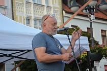 Tentokrát prakticky bez transparentů se večer 21. srpna sešli lidé z České Lípy, i z Nového Boru na českolipském náměstí T. G. Masaryka, aby si připomněli historické události z let 1968 a 1969.