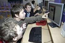 Kvůli možnosti sázet po internetu je realitou, že je vyzkouší i děti a dospívající.