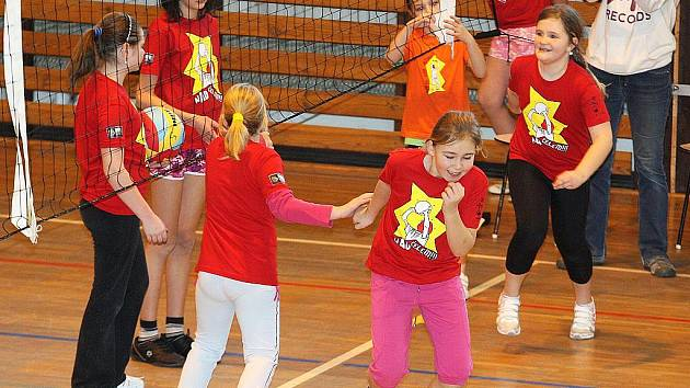 Volejbaloví žáci Libereckého kraje se v Novém Boru zapojili do celostátní akce Minivolejbal v barvách.