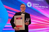 Ocenění za Lasvit převzal Jakub Vykoukal, HR Director sklářské společnosti.