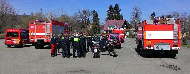 Rozsáhlá pátrací akce probíhala od rána na Českolipsku. Na pět desítek policistů a profesionálních idobrovolných hasičů hledalo dvaačtyřicetiletou ženu.