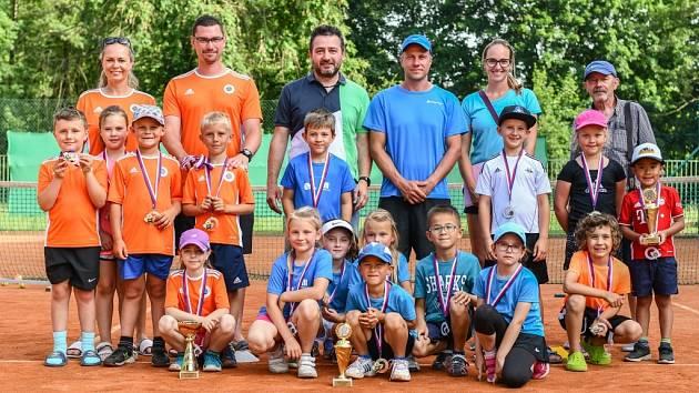 Minitenisté LTK Liberec vyhráli v České Lípě kvalifikaci a postoupili na MČR. Druhý skončil domácí SK Matchball, třetí místo bral Most.