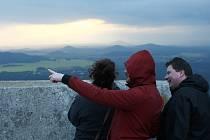 Pohled z hradu Bezděz do okolí.