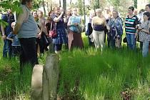 Přednáška Ladislava Smejkala na židovském hřbitově v Lípě.