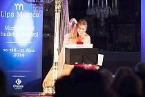 Jana Boušková v neděli hrála zaplněnému kostelu v Kravařích.