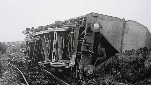 """24. srpna 1975 ujelo ze stanice Mlýny patnáct vagónů s uhlím. Obří kolos se snažil zastavit strojvedoucí """"pomocné"""" lokomotivy Milan Šulc."""