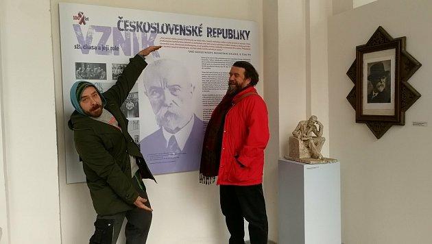 Tomáš Cidlina vmuzeu svýtvarníkem Pavlem Krausem.