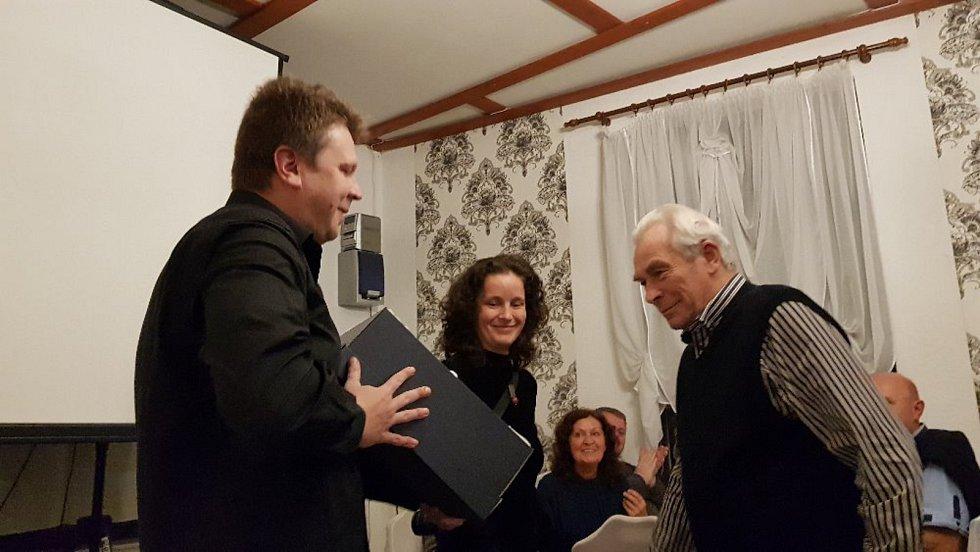 Vedoucí kin z více než stovky českých a moravských měst udíleli v úterý 8. října ceny nejlepším filmovým tvůrcům a hercům.
