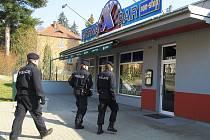 Hlídky policistů a celníků zkontrolovaly během středy šestnáct podniků na Českolipsku.