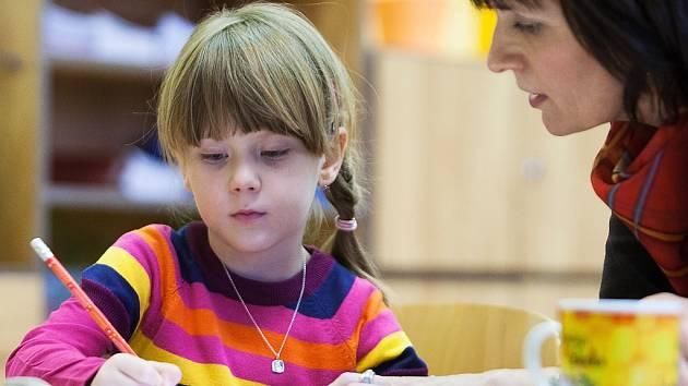 K zápisu do první třídy v pátek zamířila i Ema Šírlován, která bude od září chodit na ZŠ na Ladech v České Lípě.