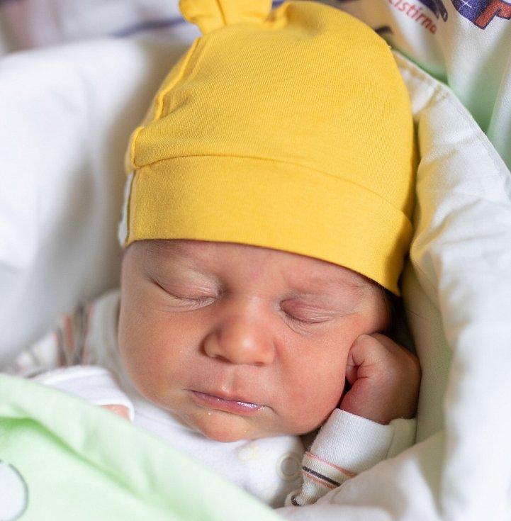 Rodičům Veronice a Janovi z Košťálova v pátek 4. září v 16:11 hodin narodil syn Jan. Měřil 49 cm a vážil 3,27 kg.