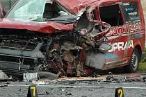 Uzavření komunikace I/9 si ve čtvrtek ráno vyžádala vážná dopravní nehoda v Jestřebí na Českolipsku.