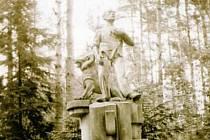 Dílo významného českého sochaře Karla Dvořáka bylo odhaleno v květnu 1923 a už v roce 1940 ho zničili nacisté.