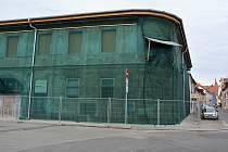 Metodu vše vjednom zvolilo město Česká Lípa pro veřejnou zakázku na projekt rekonstrukce Kounicova domu. Pokud výběrové řízení proběhne bez problémů předpokládá radnice uzavření smlouvy svítězným uchazečem včervenci letošního roku.