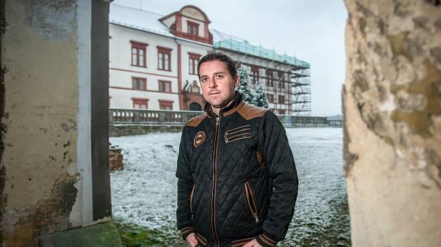 Rekonstrukce hospodářského dvoru na zámku Zákupy. Kastelán Vladimír Tregl.