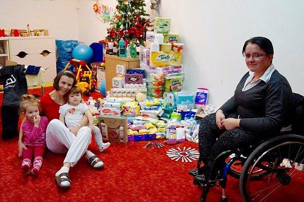 Po dobu tří adventních neděl probíhala vČeské Lípě sbírka hygienických potřeb pro Farní charitu, kterou pořádala českolipská handicapovaná sportovkyně Petra Hurtová.