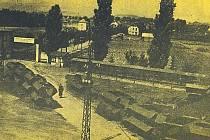 Pohled na rozpracované draky pancéřových vozidel v květnu 1945.