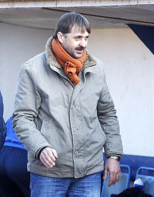 Tři body vydoloval Arsenal. Trenér František Šturma.