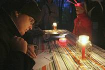 V Zámeckém parku v Mimoni uspořádali pro děti Bludičkovou noc.