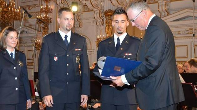 Třetí místo v kategorii ČIN ROKU vyhráli policisté z KŘP Libereckého kraje Jan Kohoutek a Václav Serdel za záchranu života dvanáctileté dívky.