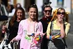 Českolipští maturanti vyrazili do ulic, aby v rámci posledního zvonění vybrali co nejvíce peněz na pomaturitní večírek, 2012.