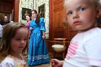 ČERVENEC. Prohlídky s princeznou na zámku v Zákupech.