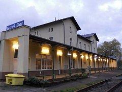 Čekárna na vlakovém nádraží v Novém Boru bude nově otevřená až do 20 hodin.