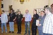 Většina sestavy, která dorazila na slavnostní vyhlášení (zleva): Hráček, Štoček, Hába, Kalod, Cvek, kapitán Vokáč, Klíma.