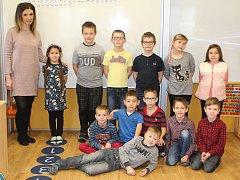 Žáci 1. a 2. třídy Základní školy Horní Libchava s třídní učitelkou Veronikou Kotkovou.
