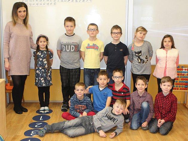 Žáci 1.a 2.třídy Základní školy Horní Libchava střídní učitelkou Veronikou Kotkovou.