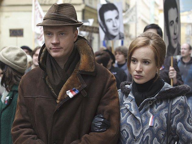 V třídílném dramatu Hořící keř renomované polské režisérky Agnieszky Hollandové uvidí diváci slovenskou herečku Táňu Pauhofovou nebo Jana Budaře.