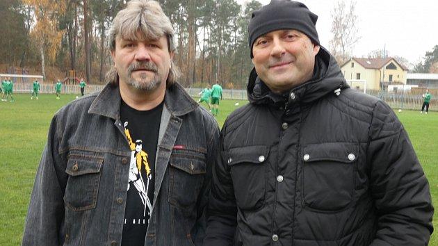 Trenéři Jan Broschinský (vlevo) a Michael Šimek před sobotním derby Doksy Nový Bor. Domácí vyhráli 3:1.