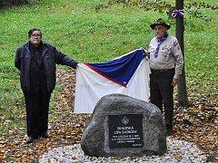 Odhalení pamětního kamene k 25. výročí obnovení Junáka v Mimoni.