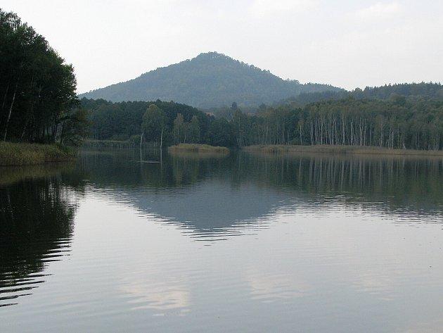 Jak se jmenuje rybník na Novoborsku, od kterého je tento snímek?