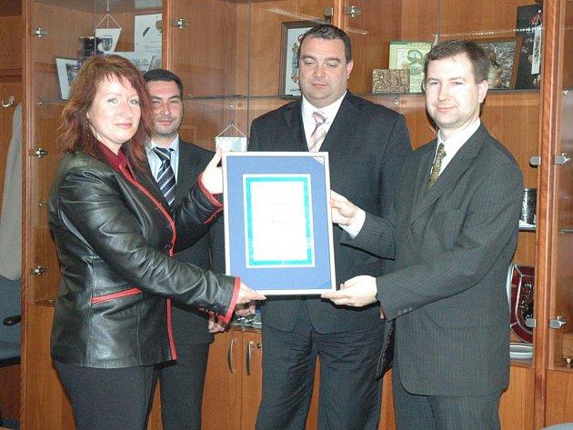 Za město Česká Lípa převzala cenu starostka Hana Moudrá.