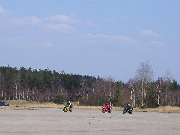 Tři sta hektarů ploch bývalého letiště hledá nové využití.