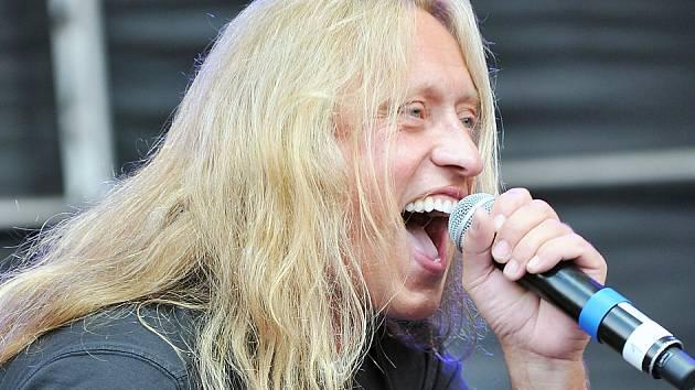 Kamil Střihavka přijede do Nového Boru se svou vlastní kapelou Leaders!, se kterou vystupuje od roku 2005.