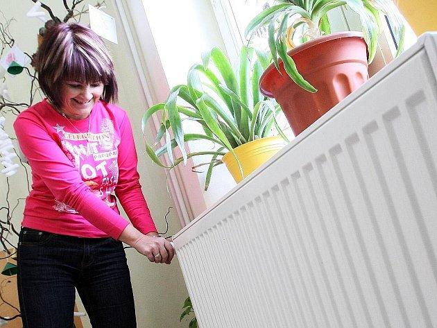 Kvůli drahému teplu musí více regulovat radiátory i v ZŠ v Kuřívodech.