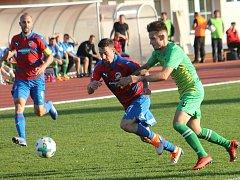 Ve 3. kole domácí pohárové soutěže MOL Cupu prohráli fotbalisté MFK Vyškov (zelené dresy) s Viktorií Plzeň 1:5.
