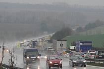 Kolona na dálnici D1 ve směru na Brno u Komořan