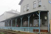 Několik let brzdí opravy vlakového nádraží ve Vyškově plánovaný prodej majetku státu. Podle Českých drah to už nemá trvat dlouho.