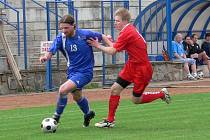 Ivanovičtí fotbalisté (v modrém).