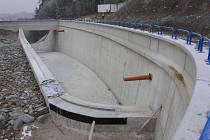 Rekonstrukce na hrázi nádrže v Opatovicích se po dvou letech chýlí ke konci. Přestože se Povodí Moravy nemá k trvalému zpřístupnění hráze, den otevřených dveří nevyloučilo.